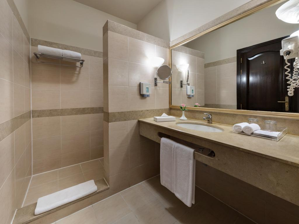 http://data.happytravel.sk/t2/Hotel/1031/27702.jpeg