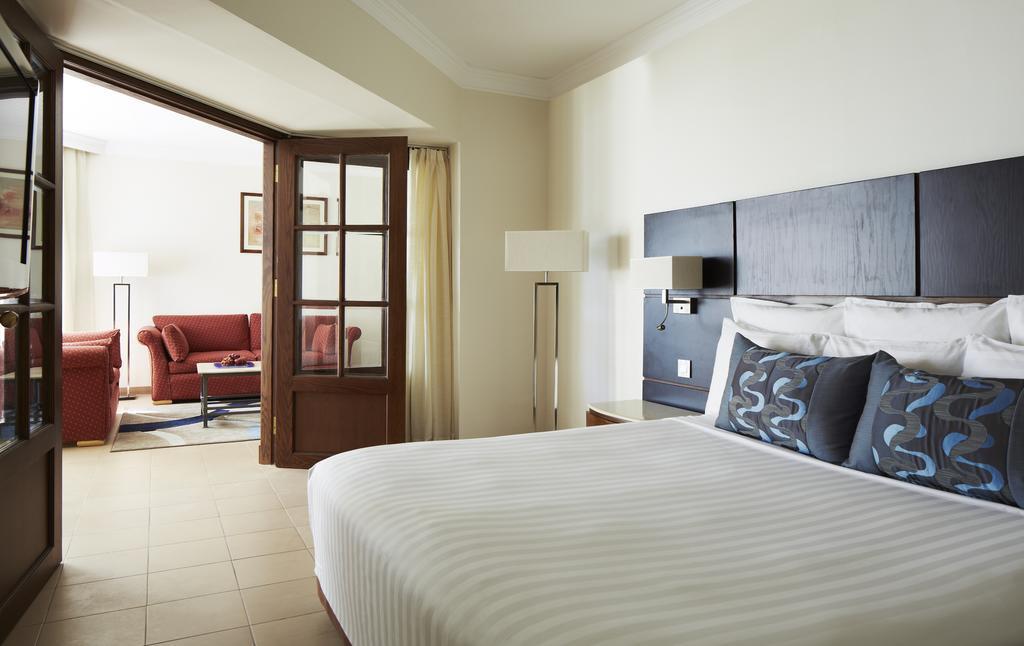 http://data.happytravel.sk/t2/Hotel/1084/27905.jpeg